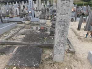 穴山梅雪の墓
